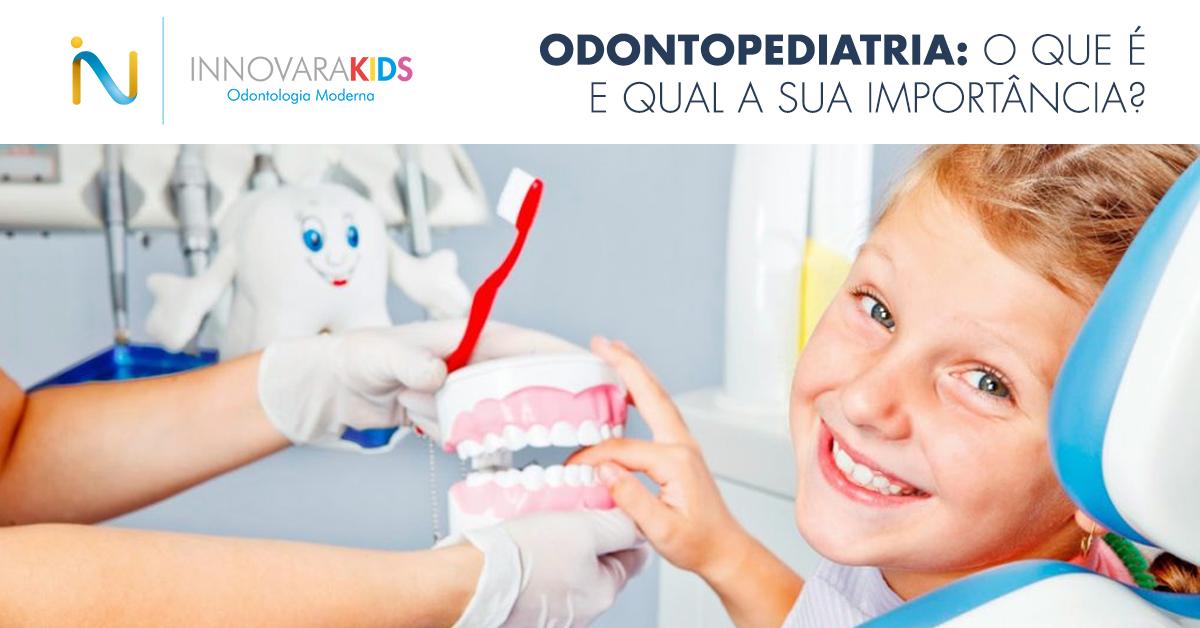 menino-sorrindo-dentista-mao-dentadura-escova-dente-1200x628.png